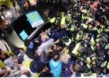 경찰, 사드반대 주민과 강제해산 몸싸움