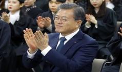 경제ㆍ소통 행보 문대통령, 국정지지도 2주 만에 50%대 회복