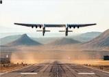 날개폭 117.35m… 세계최대 항공기 '스트라토론치' 첫 비행 성공